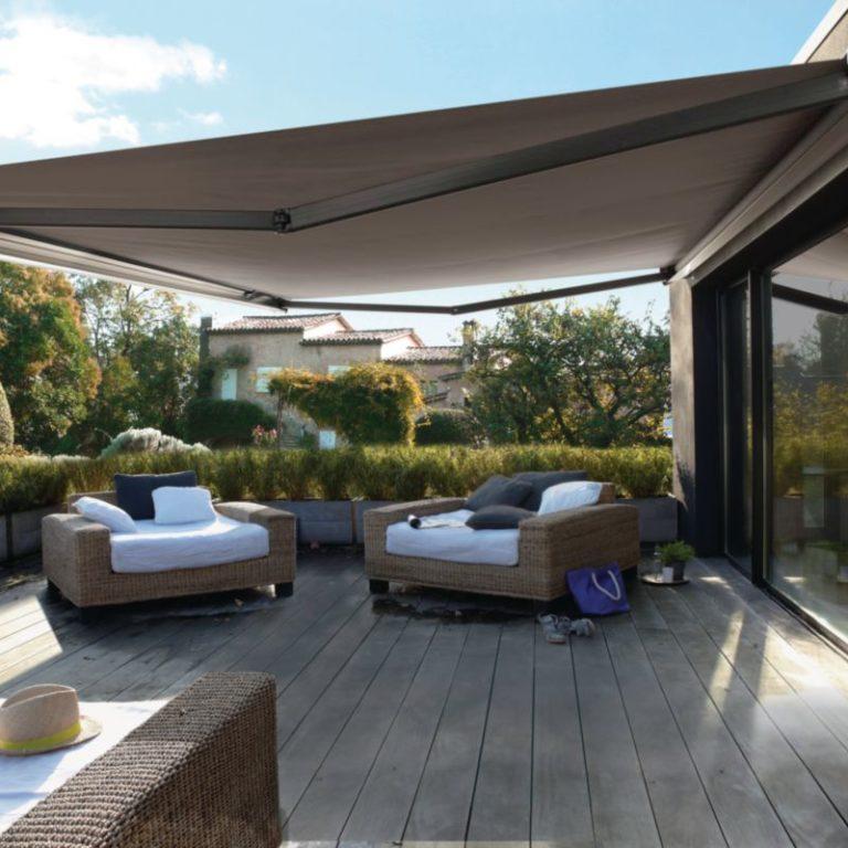 store bane sur une terrasse