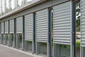 Rideaux metallique sur plusieurs fenêtres