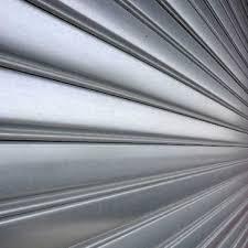 zoom sur un rideau metallique lame pleine