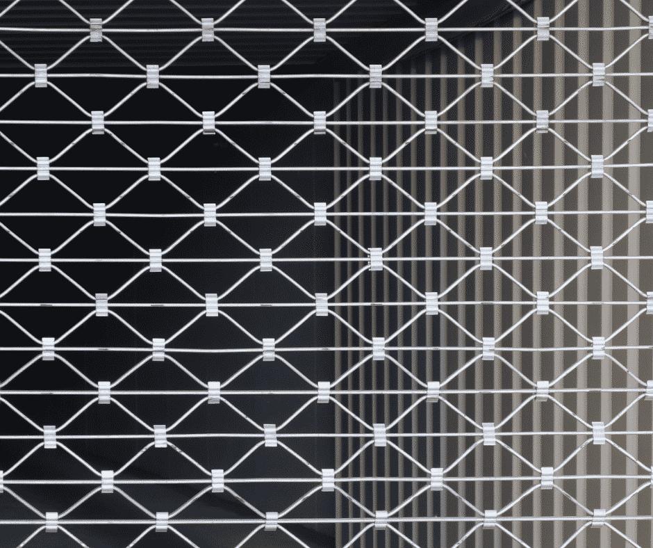 rideaux metalliques de près